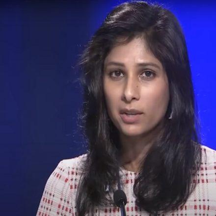 Gita Gopinath, economista-chefe do FMI, durante o anúncio do Panorama Econômico Global (Foto: Reprodução/YouTube)