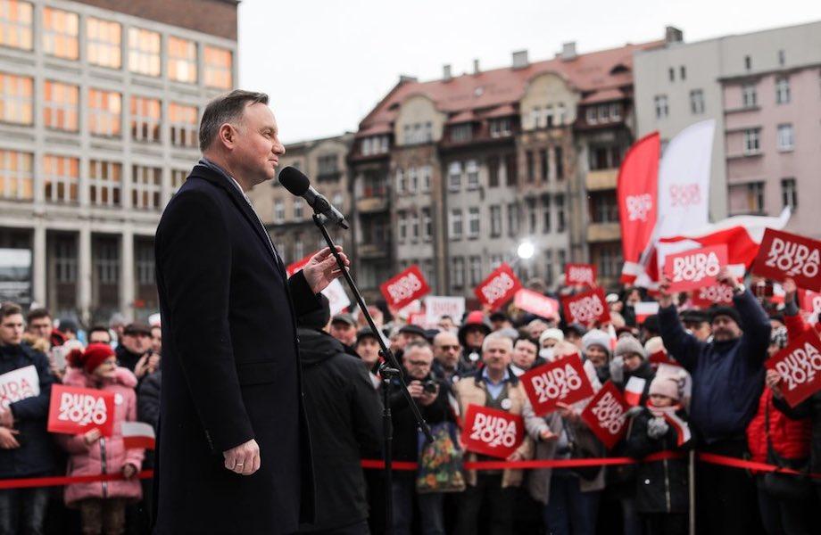 Presidente da Polônia cai em trote de russo fingindo ser Guterres, da ONU