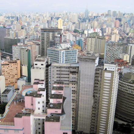Vista da cidade de São Paulo, epicentro da pandemia no Brasil (Foto: Wikimedia Commons)