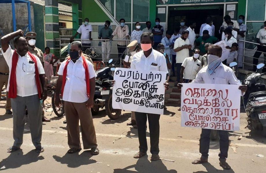 Na Índia, morte de pai e filho   pela polícia gera indignação e protestos