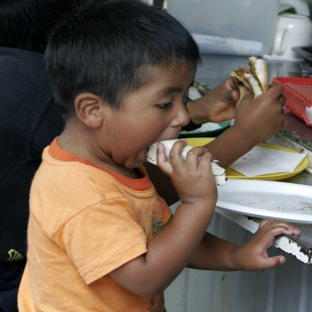 Com maior taxa de obesidade infantil, Oaxaca proíbe venda de 'junk food' para crianças