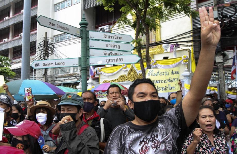 Lei 'lesa-majestade' volta à tona após 90 dias de protestos na Tailândia