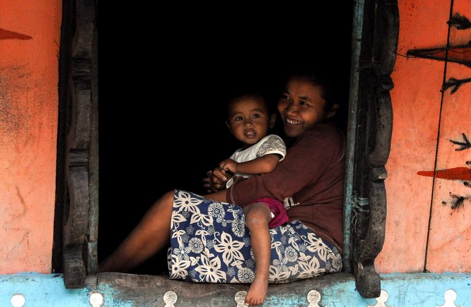 Na Indonésia, pobreza força aumento de casamentos de crianças e adolescentes