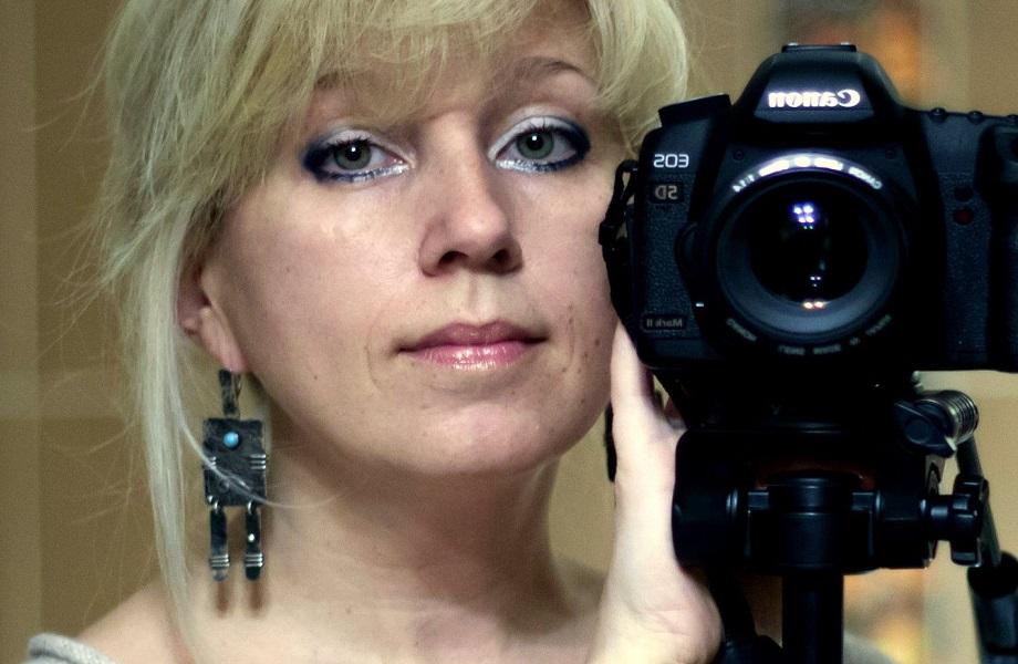 Em protesto contra Rússia, jornalista morre após atear fogo em si mesma