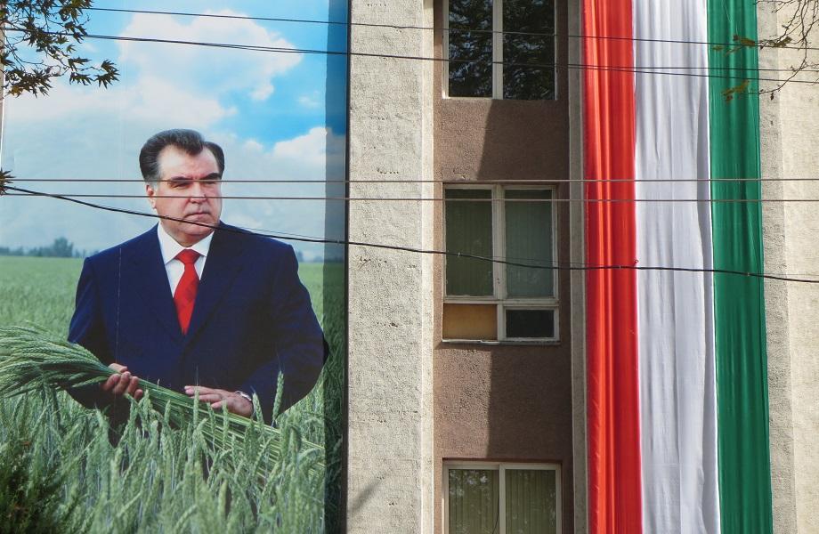 De obscuro a absoluto: conheça Emomali Rahmon, presidente do Tadjiquistão
