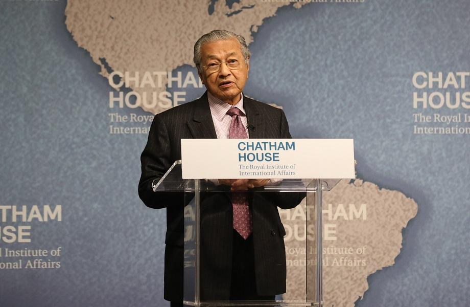 Para ex-premiê da Malásia, muçulmanos teriam 'direito' de punir franceses