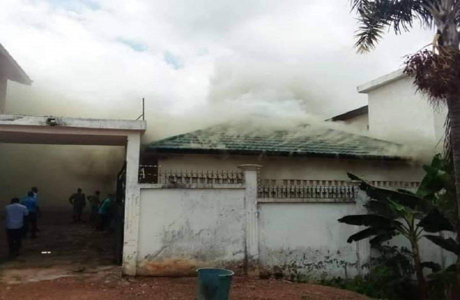 Na pré-eleição da Costa do Marfim, comitê opositor é atacado e casa incendiada