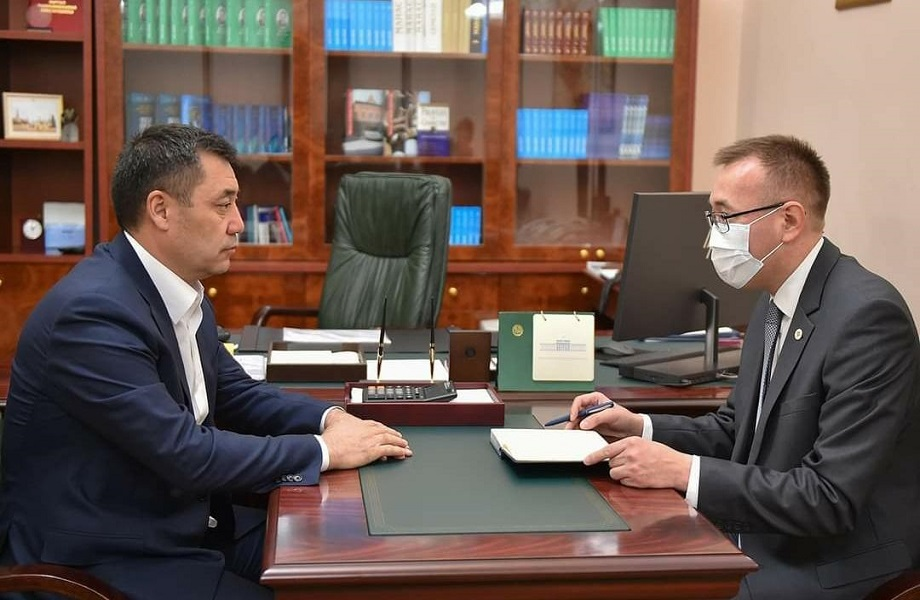 Interino do Quirguistão tenta mudar lei para assumir poder em definitivo