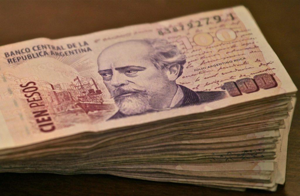 Corrupção e truques voltam à rotina de quem precisa de dólares na Argentina