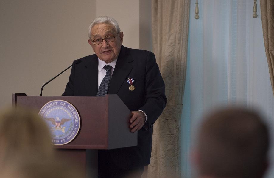 Biden deve restaurar relações com China ou haverá conflito militar, alerta Kissinger