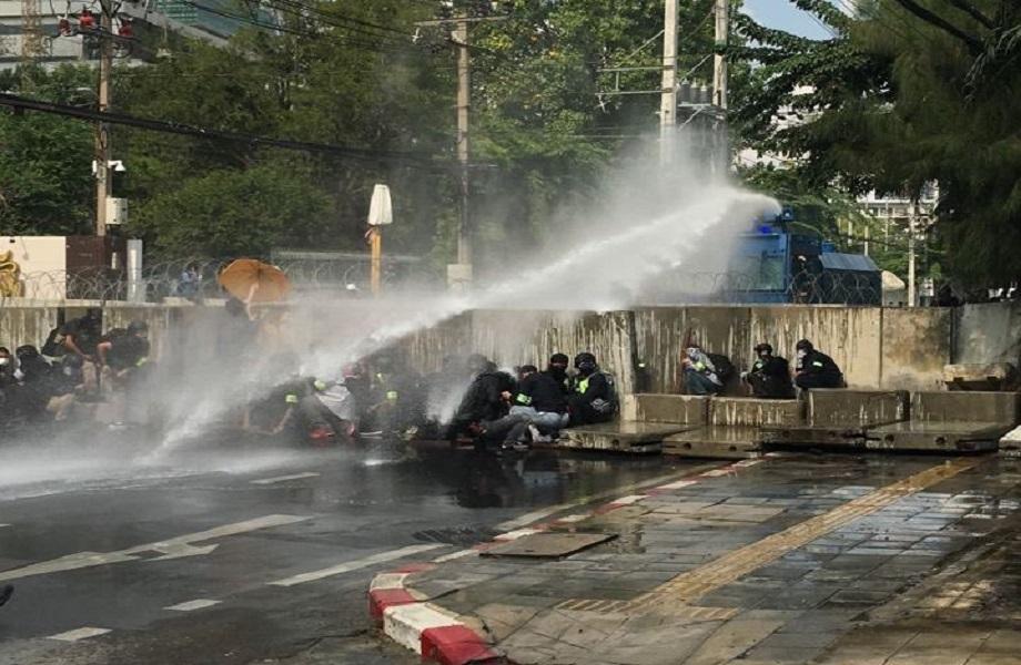 Protestos continuam após embate violento contra a política na Tailândia