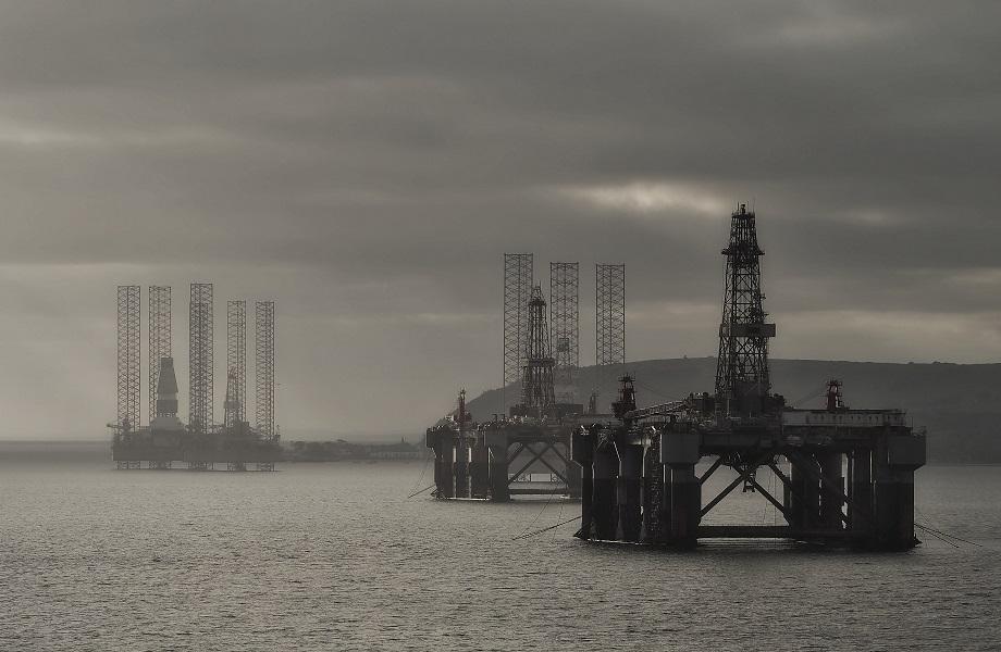 Queda na produção de petróleo já força aumento de 5% no preço dos combustíveis