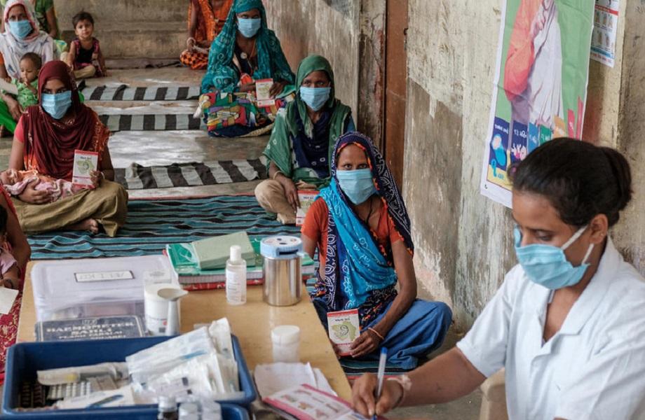 'Espere atrasos' na vacinação global, diz relatório da 'The Economist'