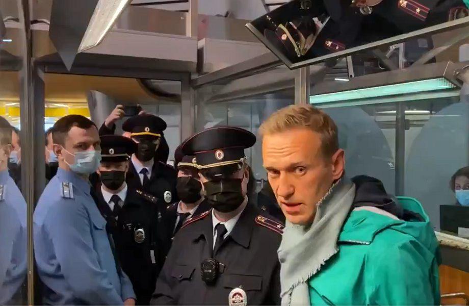 Recuperação de Navalny prova ineficiência e perigo de Moscou, diz jornalista russa