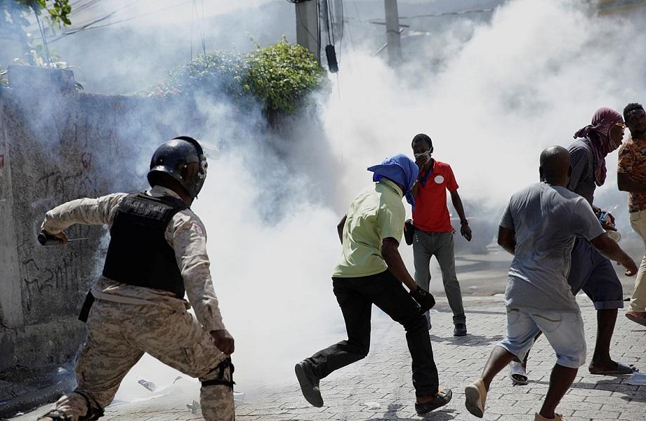 Polícia do Haiti atinge jornalistas durante protestos contrários a Jovenel Moise