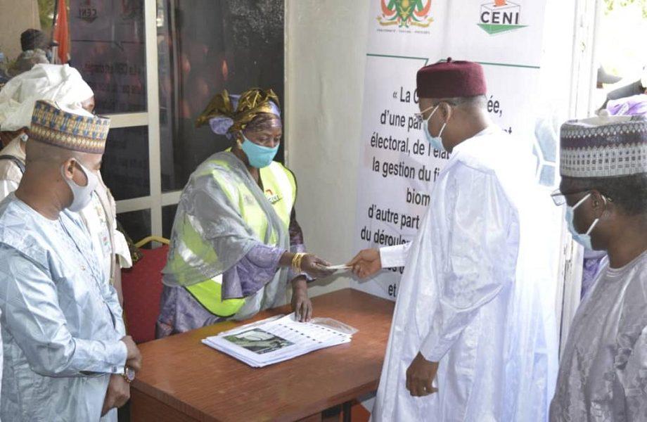 Partido governista se reelege em eleição que deixou sete mortos no Níger