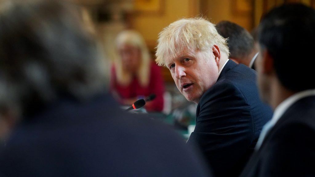Em manobra de defesa, Reino Unido deve aumentar estoque de armas nucleares