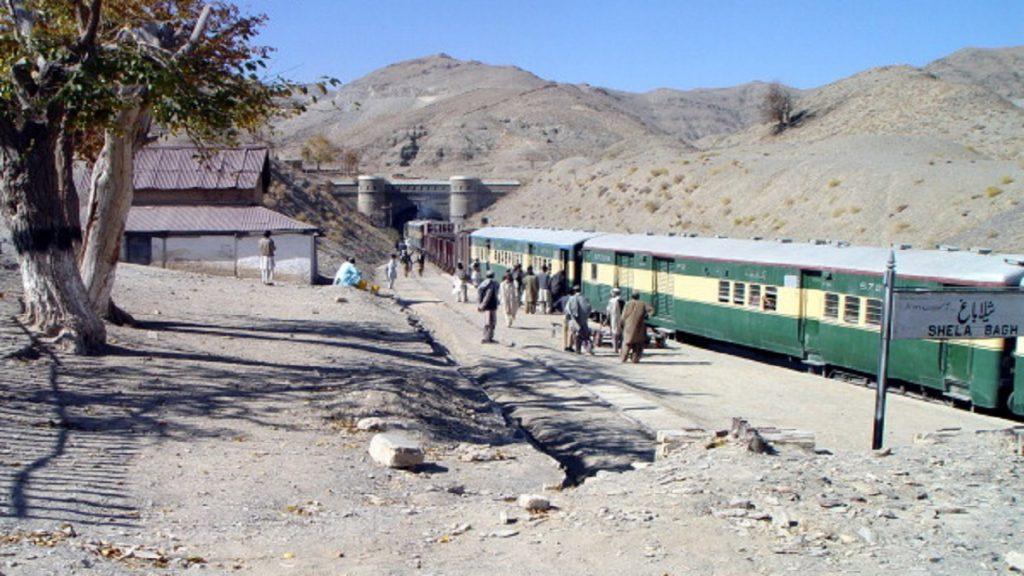 Taleban do Paquistão assume ataque a bomba na fronteira afegã