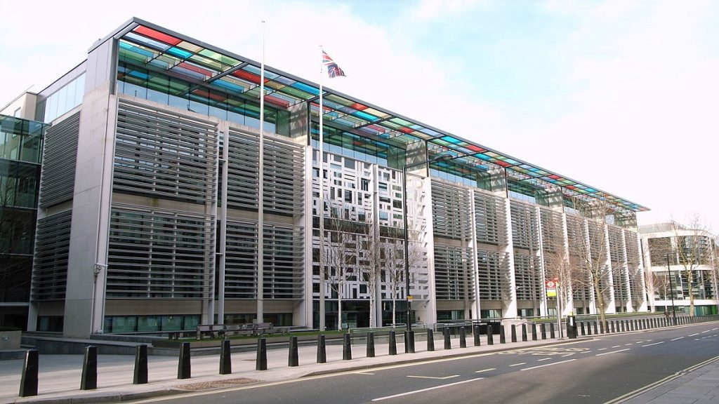 Reino Unido precisa atualizar leis para conter influência externa, diz ex-MI6
