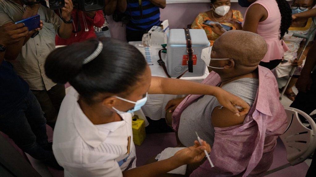 ONU: Covid-19: número de mortes baixa, mas variantes continuam preocupando