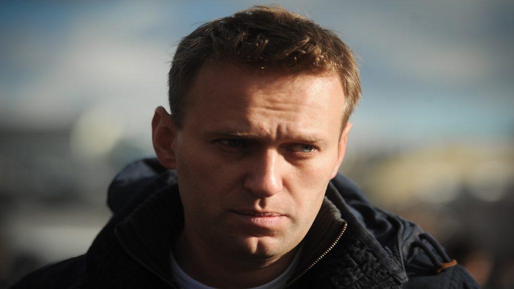 Navalny é hospitalizado e EUA ameaça novas sanções em caso de morte