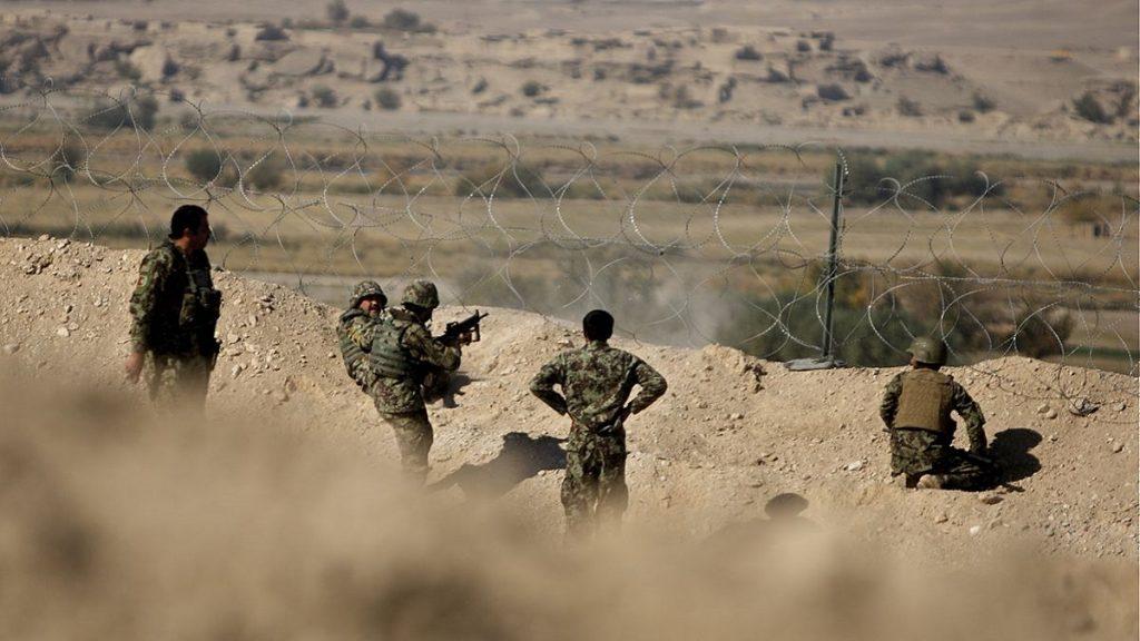 Três ataques do Taleban terminam com dez soldados mortos no Afeganistão