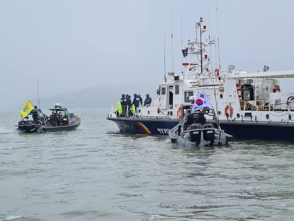 Pesqueiros chineses irregulares são avistados na fronteira marítima entre as Coreias