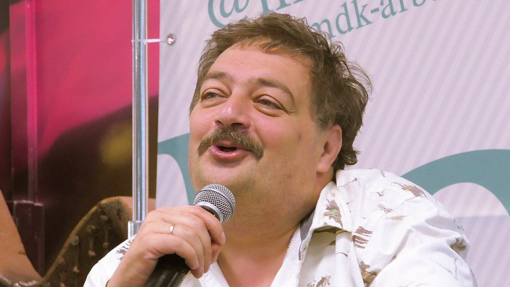 Agentes russos teriam relação com envenenamento do escritor Dmitry Bykov, revela investigação