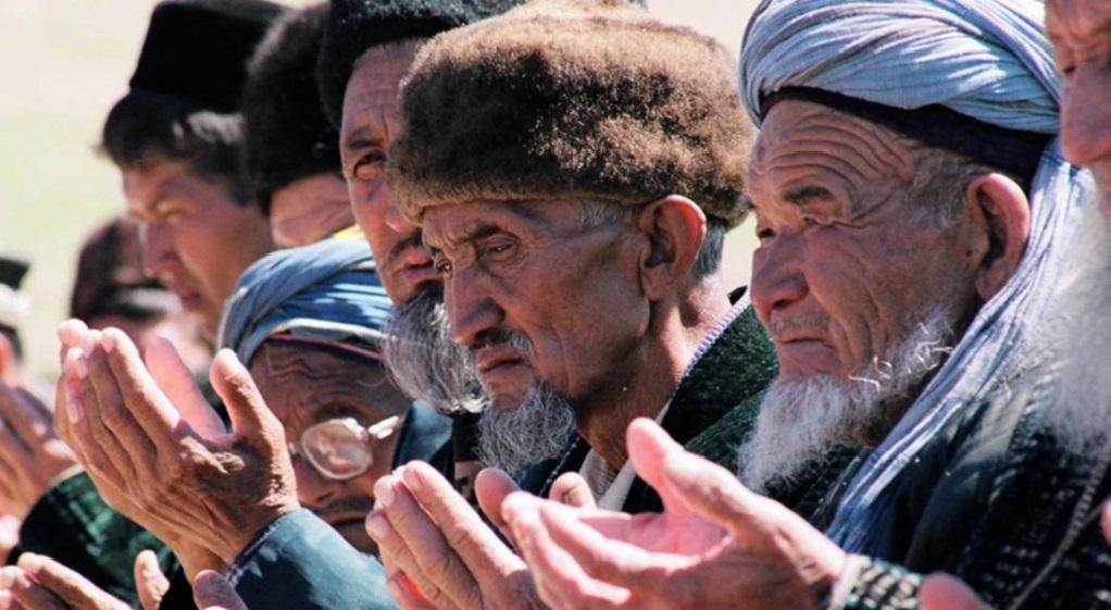 Polícia obriga homens a rasparem suas barbas em cidade do Uzbequistão